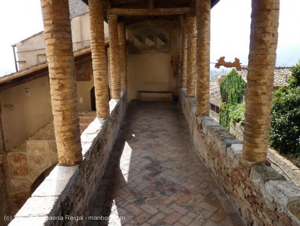San Gimignano Ventana acristalada Siena