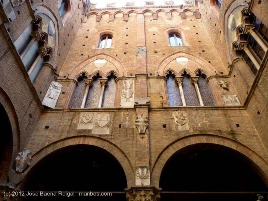Siena Cappella di Piazza Toscana