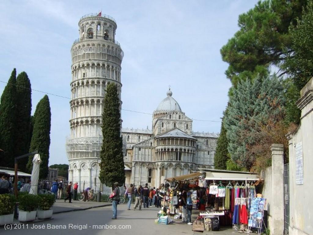 Pisa Pisa y el rio Arno Toscana