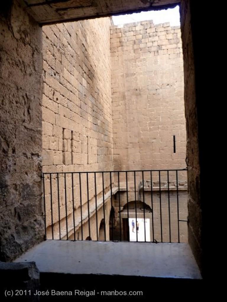 Bosra Corredores de acceso al teatro  Dera