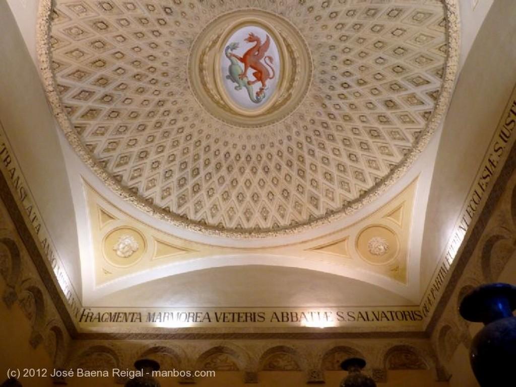 Volterra Escalera principal Pisa