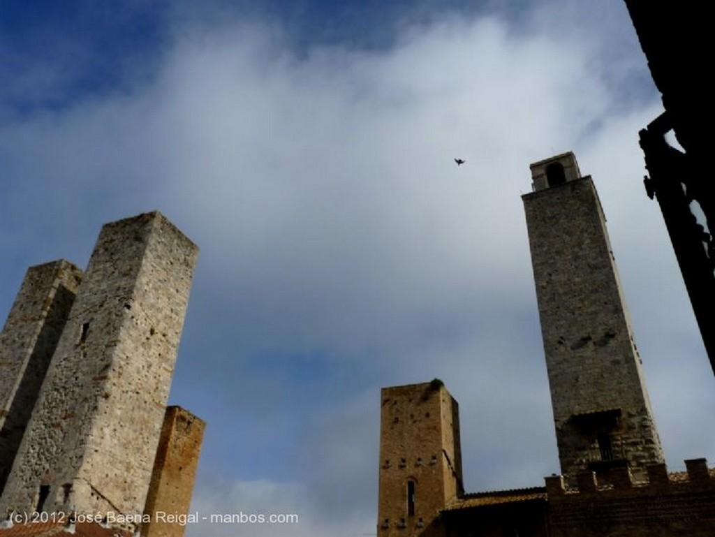 San Gimignano La ciudad y las colinas Siena