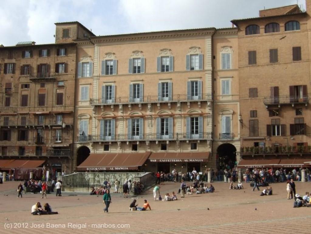 Siena Arco y tenderetes Toscana