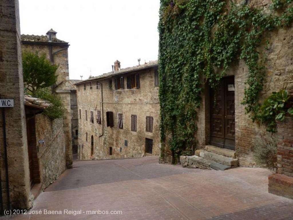 San Gimignano Niebla matutina Siena