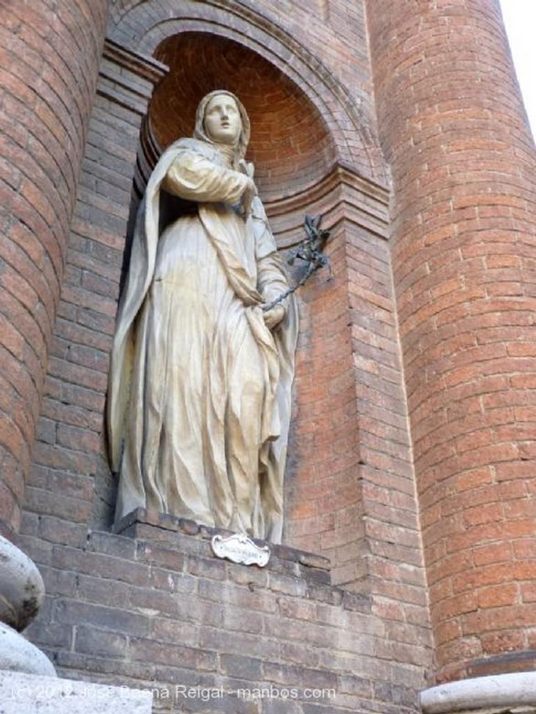Siena Timpano con el escudo de Siena Toscana