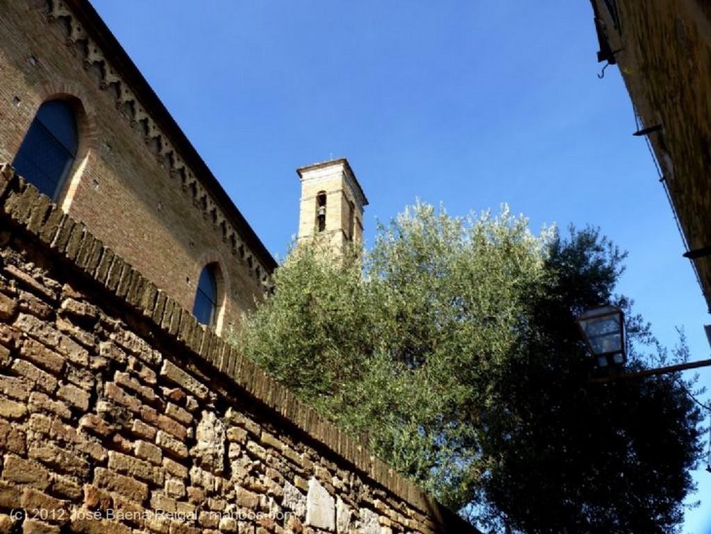 San Gimignano Terraza sombreada Siena