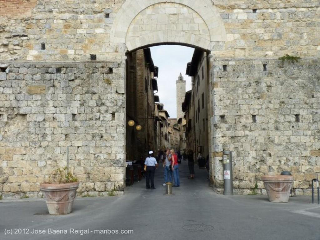 San Gimignano Porta di San Mateo Siena