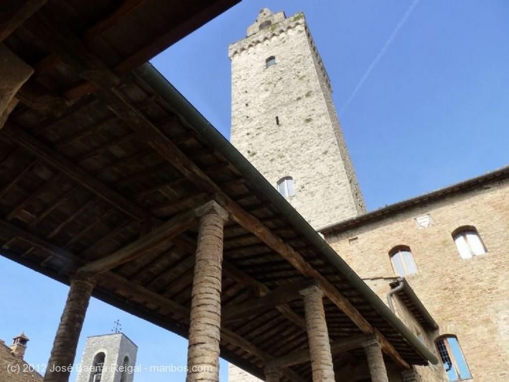 San Gimignano Pasadizo cubierto Siena