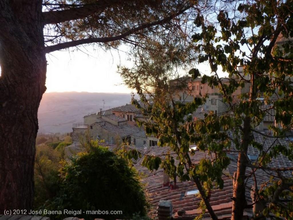 Volterra Atardecer dorado Pisa