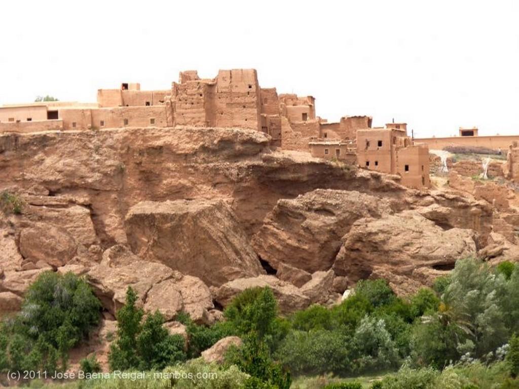 Gargantas del Dades Laderas erosionadas Alto Atlas