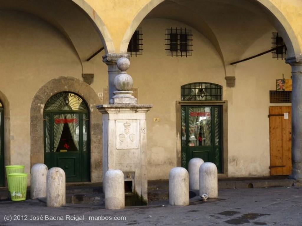 Pisa Soportales y tenderetes Toscana