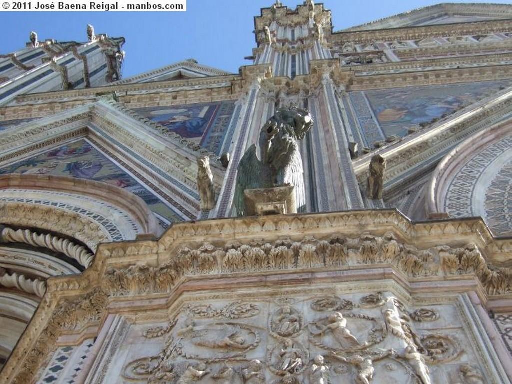 Orvieto Toro alado de San Lucas Umbria
