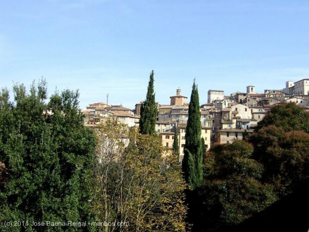 Perugia Ciudad sobre colinas Umbria