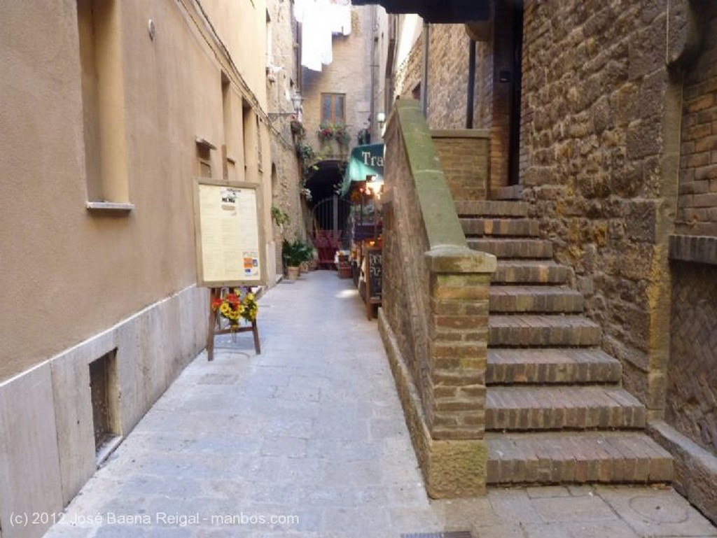 Volterra Patio con pozo Pisa