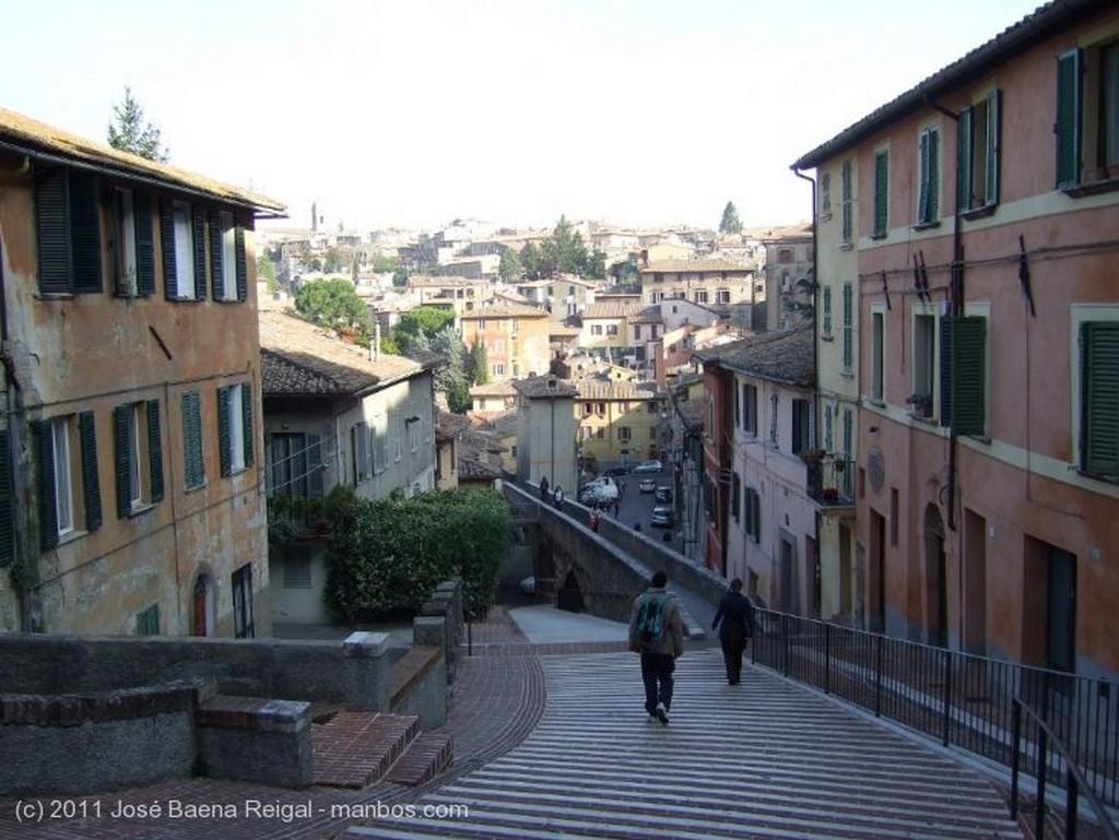 Perugia Bajada y acueducto Umbria