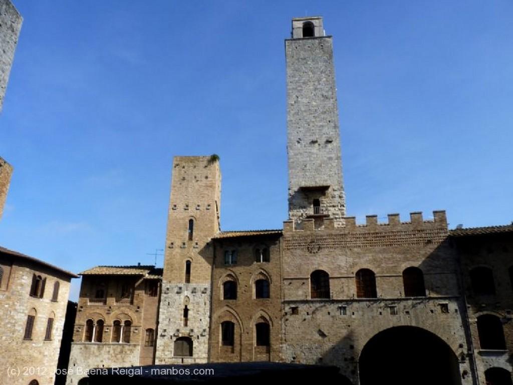 San Gimignano Escalera exterior Siena