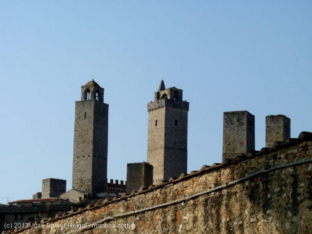 San Gimignano Iglesia de San Jacopo al Tempio Siena