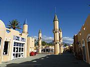 Foto de Fuengirola, Puerto de Fuengirola, España - Ocre y azul