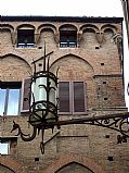 Camera FinePix F20     Farola José Baena Reigal Gallery SIENA Photo: 29066