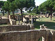 Foto de Ostia Antica, Foro, Italia - Horizonte de ruinas