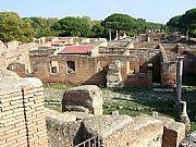 Foto de Ostia Antica, Decumano Massimo, Italia - Ruinas interminables