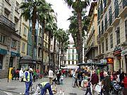 Foto de Malaga, Calle Puerta del Mar, España - Bullicio matutino