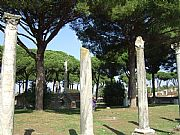 Foto de Ostia Antica, Piazzale delle Corporazioni, Italia - Templo de Ceres