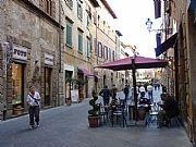 Via Matteotti, Volterra, Italia