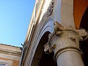 Foto de Pisa, Palazzo Arcivescobado , Italia - Columna y arco