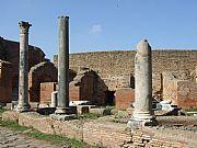 Foto de Ostia Antica, Decumano Massimo, Italia - Teatro