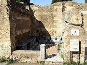 Letrinas del foro, Ostia Antica, Italia