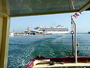 Foto de Malaga, Puerto de Malaga, España - Estelas sobre la mar