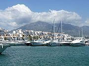 Foto de Marbella, Puerto Banus, España - Con la Sierra Blanca al fondo