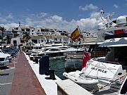 Foto de Marbella, Puerto Banus, España - Juguetes caros