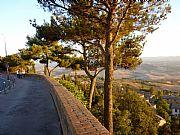 Viale dei Ponti, Volterra, Italia