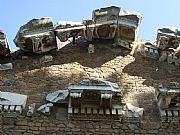 Foto de Ostia Antica, Templo de Roma y Augusto, Italia - Fronton