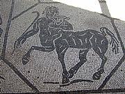 Foto de Ostia Antica, Ruinas de Ostia, Italia - Mosaico del Centauro