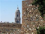 Foto de Malaga, Alcazaba , España  - Muralla y catedral