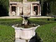 Foto de Malaga, Alcazaba , España  - Fuente y arrayanes