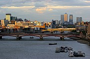 Photo of London, Blackfriars Bridge, United Kingdom - BLACKFRIARS BRIDGE Y DE FONDO CANARY WHARF
