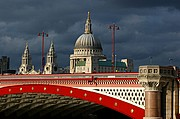 Photo of London, Blackfriars Bridge, United Kingdom - BLACKFRIARS BRIDGE Y SAINT PAUL´S CATHEDRAL