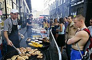 Photo of London, Brick Lane, United Kingdom - COMIDA CALLEJERA EN BRICK LANE