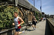 Photo of London, THAMES PATH, United Kingdom - THAMES PATH CORREDORES