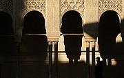 Camara NIKON D70 Sombras de arcos La Alhambra GRANADA Foto: 12496