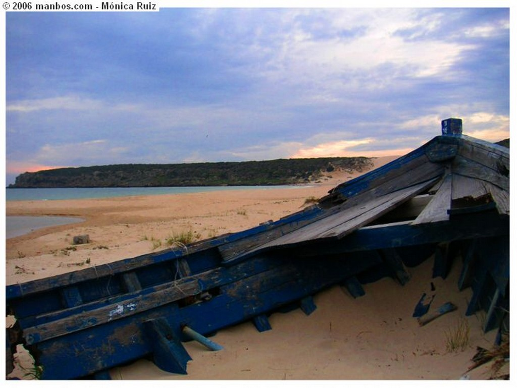 Bolonia Barca abandonada Cádiz